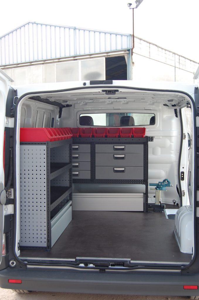 equipamiento furgoneta taller 002 679x1024 - Furgoneta Taller